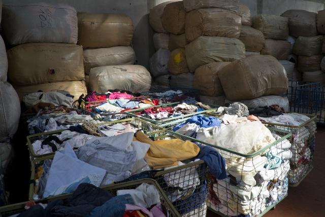 Industria tessile, la cernita degli stracci